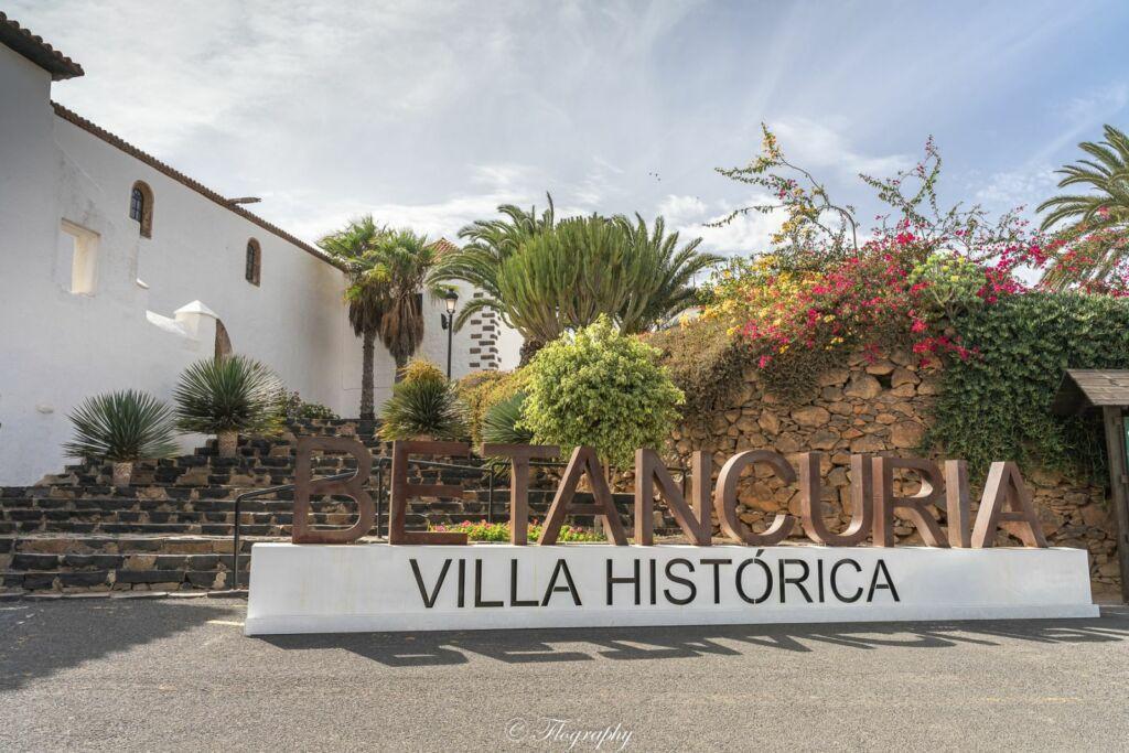 Betancuria villa historica symbole à l'entrée de la ville à Fuerteventura