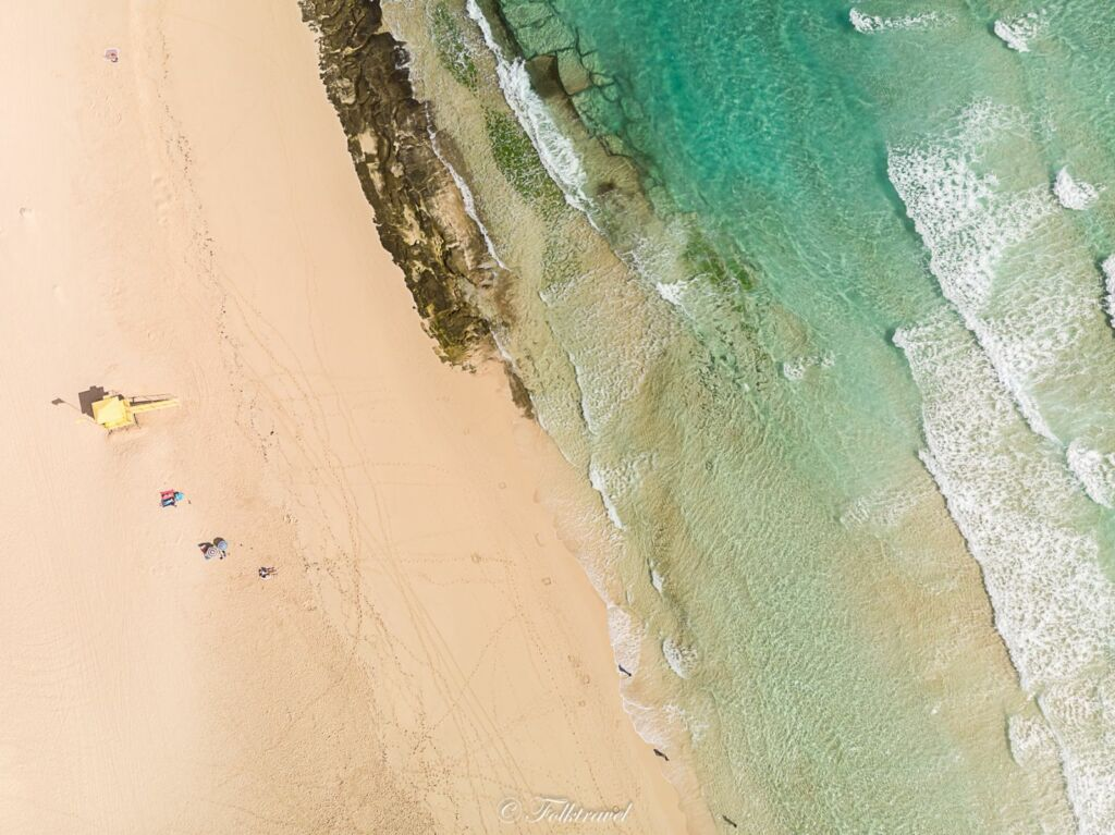 vue aérienne de la plage des dunes de Corralejo à Fuerteventura
