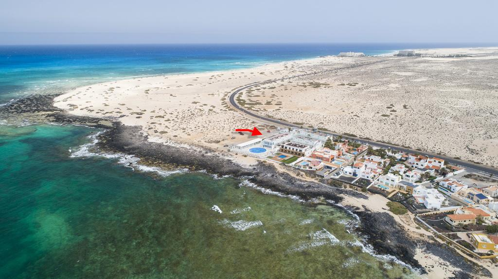 Location of the hotel facing the island of Lobos