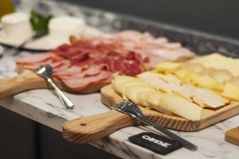 Hôtel cheese and wine à Lisbonne le buffet du petit déjeuné