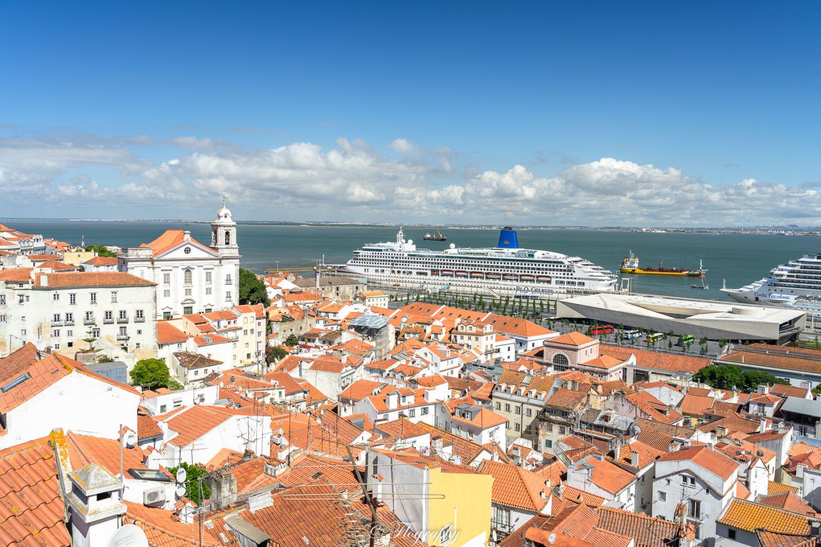 Miradouro de santa Luzia vue sur les bateaux de croisières Lisbonne
