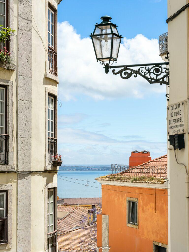 vue fleuve du quartier Alfama à Lisbonne