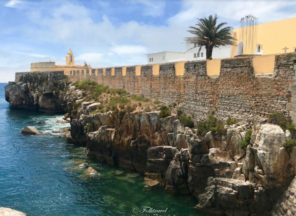 la forteresse de Peniche au Portugal en bord de mer