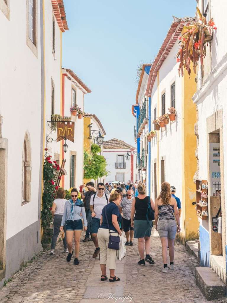 Obidos-ruelle-commerces-portugal