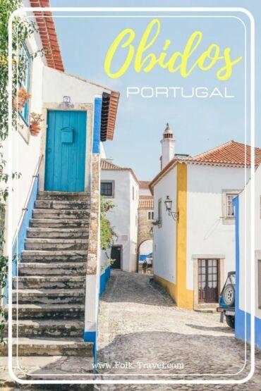 rue du village Obidos au portugal maisons jaunes et bleues epingle pinterest