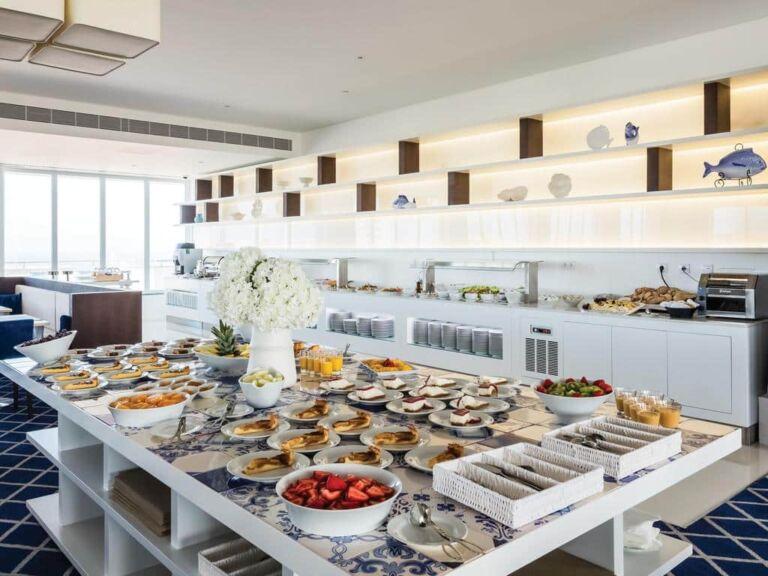 l'hôtel MH à Peniche au Portugal le petit-déjeuner continental