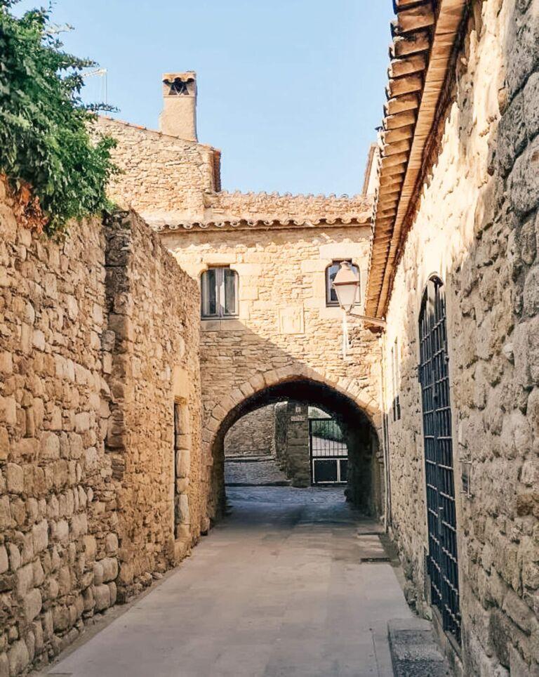 Peratallada village de maisons en pierres médiéval catalogne en Espagne