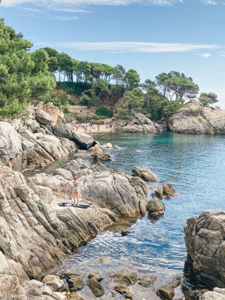 Plage principale de Castell-Platja d'Aro espagne crique rocherplage beach catalunia catalogne