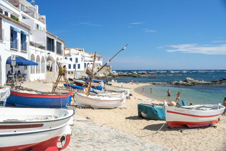 bateaux barques plage callela de palafrugell espagne catalogne
