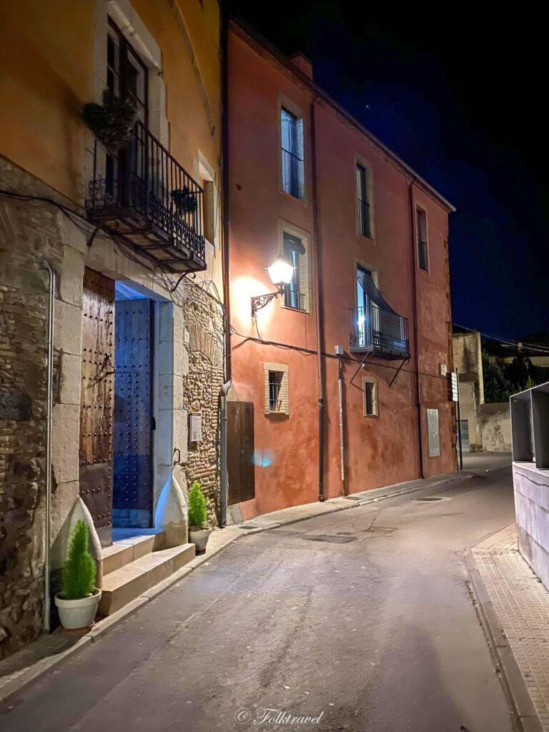 Rue castello d'empuries costa brava catalogne nuit