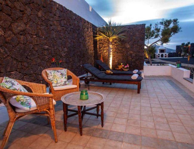 Terrasse de la chambre vue sur la piscine