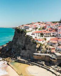 Azenhas do Mar au Portugal un village de bord de mer sur la cote atlantique en dessous d'Ericeira