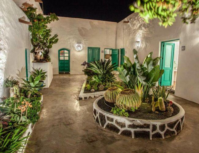 Jardin intérieur de l'hôtel Los Lirios à Lanzarote